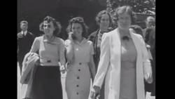 En 1938, une femme a été filmée avec un téléphone portable !  En savoir plus: http://www.gentside.com/t%e9l%e9phone-portable/en-1938-une-femme-a-ete-filmee-avec-un-telephone-portable_art49690.html Copyright © Gentside