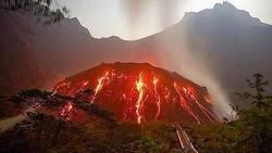 Volcan Kelud : une éruption massive entendue à 200 kilomètres à la ronde  En savoir plus: http://www.maxisciences.com/volcan/volcan-kelud-une-eruption-massive-entendue-a-200-kilometres-a-la-ronde_art32016.html Copyright © Gentside Découverte