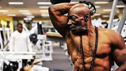 A 70 ans, Sam Bryant est un papy fou de musculation  En savoir plus: http://www.chronofoot.com/musculation/a-70-ans-sam-bryant-est-un-papy-fou-de-musculation_art43183.html Copyright © Gentside Sport