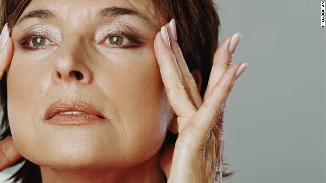 Une maman parisienne découvre un nouveau secret antirides qui laisse ébahis tous les docteurs du Botox !