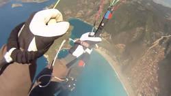Ils frôlent la mort en parapente après la rupture des fils de leur parachute  En savoir plus: http://www.chronofoot.com/parapente/ils-frolent-la-mort-en-parapente-apres-la-rupture-des-fils-de-leur-parachute_art43329.html Copyright © Gentside Sport