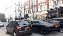 L'impressionnant accident d'une Lamborghini Aventador en plein Londres  En savoir plus: http://www.gentside.com/lamborghini-aventador/l-039-impressionnant-accident-d-039-une-lamborghini-aventador-en-plein-londres_art60559.html Copyright © Gentside
