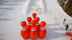 Découvrez les images hilarantes du bowling humain sur une piste de ski avec Devin Graham  En savoir plus: http://www.chronofoot.com/insolite/decouvrez-les-images-hilarantes-du-bowling-humain-sur-une-piste-de-ski-avec-devin-graham_art43085.html Copyright © Gentside Sport