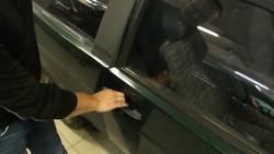 Découvrez comment ouvrir facilement votre voiture si vous avez oublié vos clés  En savoir plus: http://www.gentside.com/astuce/decouvrez-comment-ouvrir-facilement-votre-voiture-si-vous-avez-oublie-vos-cles_art61804.html Copyright © Gentside